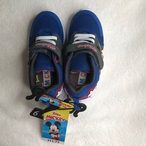 Disney Jr Mickey shoes. NWT size 9. Blue and white